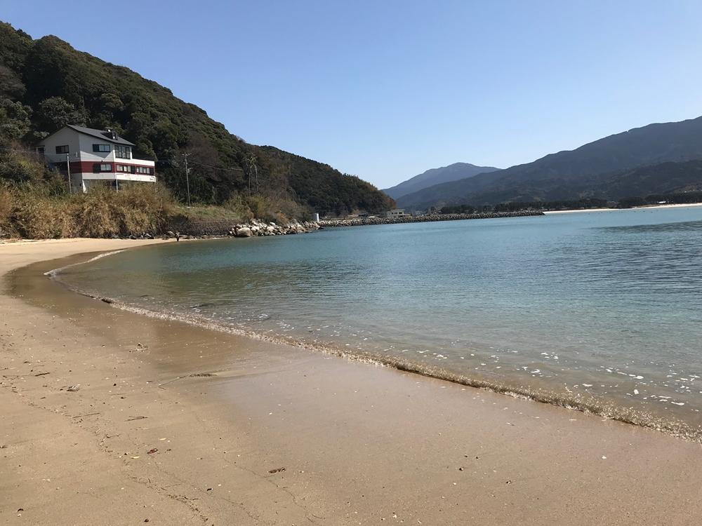 深江漁港の外海側の砂浜
